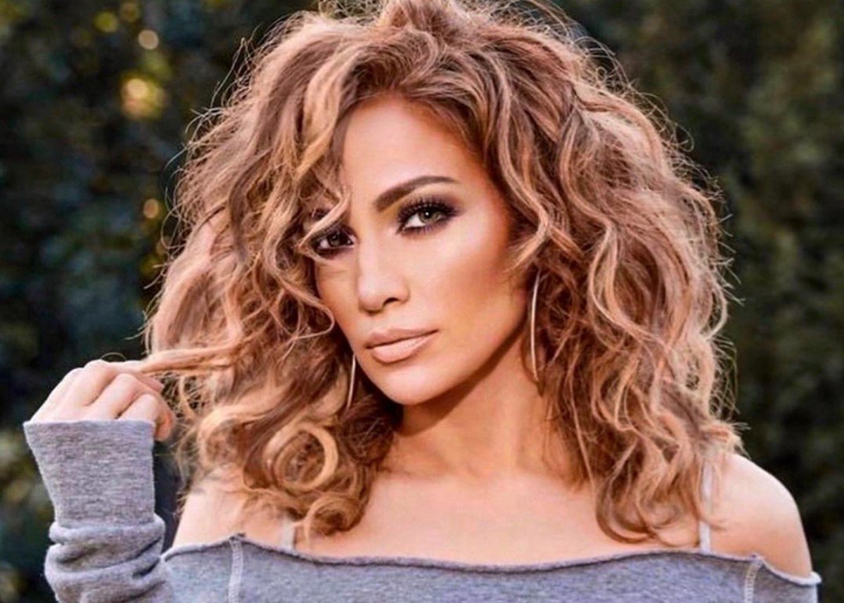Jennifer Lopez Shows Off Her Mind Blowing Beach Body In Skimpy Two Piece Bathing Suit
