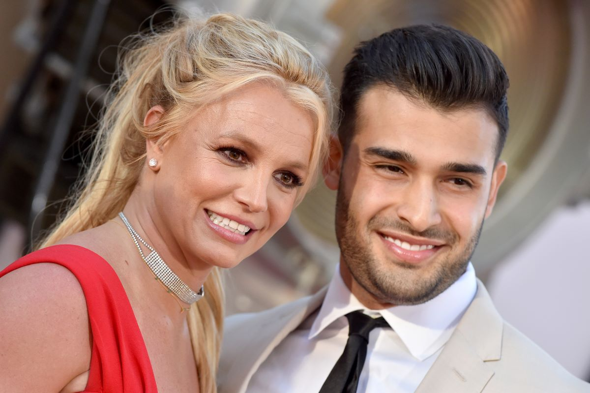 Britney Spears And Sam Asghari Play Around With Creepy Filter And He Showers Her With Love In The Sweet Video!