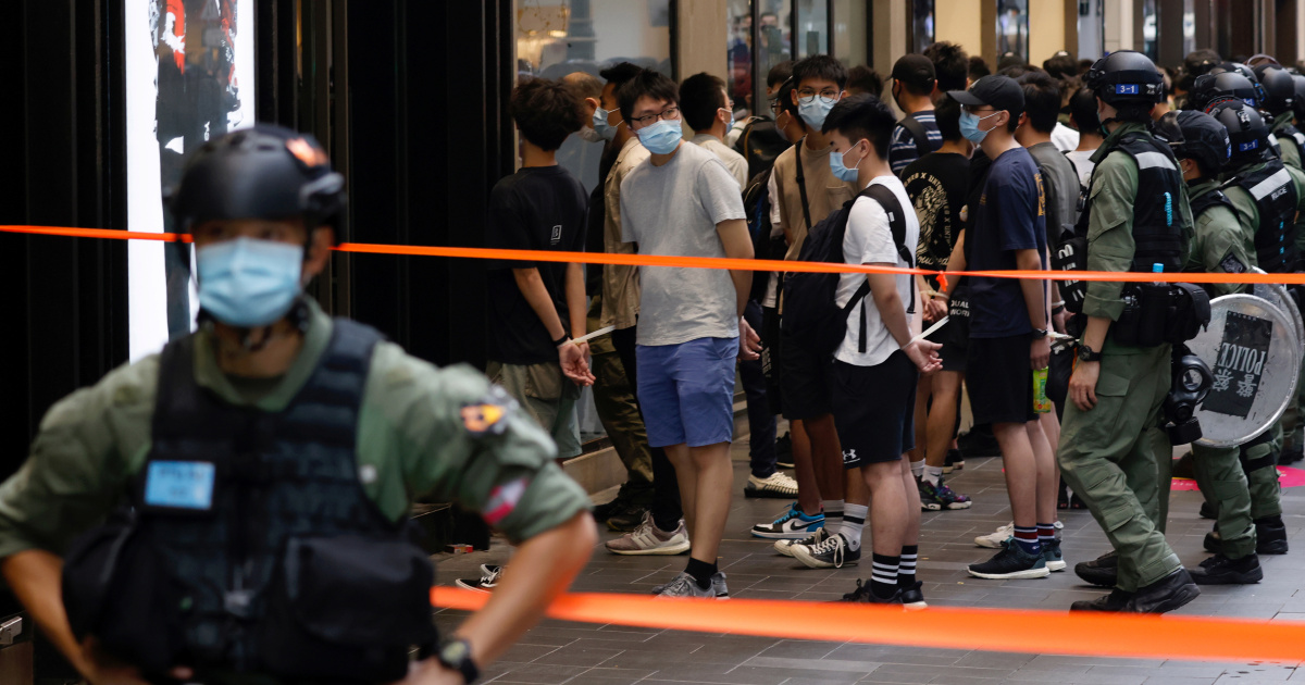 HK arrests nine people suspected of helping 12 detained in China