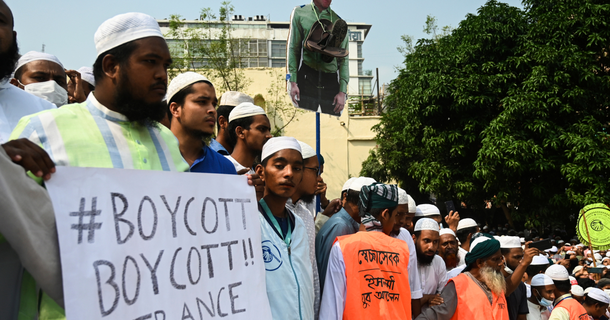 Thousands rally in Bangladesh calling for boycott of French goods
