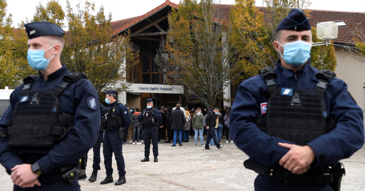 Police arrest nine after teacher beheaded in Paris suburb