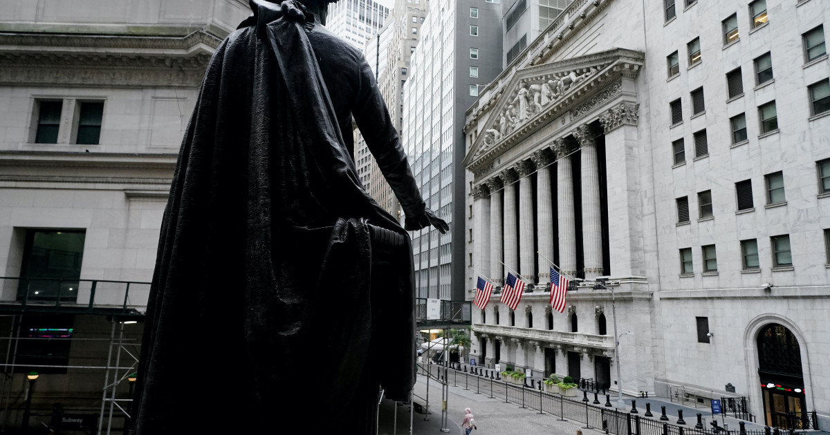 US stocks flat as Fed's Powell urges more federal virus aid