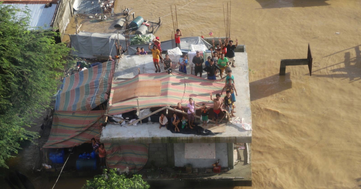 Thousands trapped in Philippines as toll from Typhoon Vamco rises