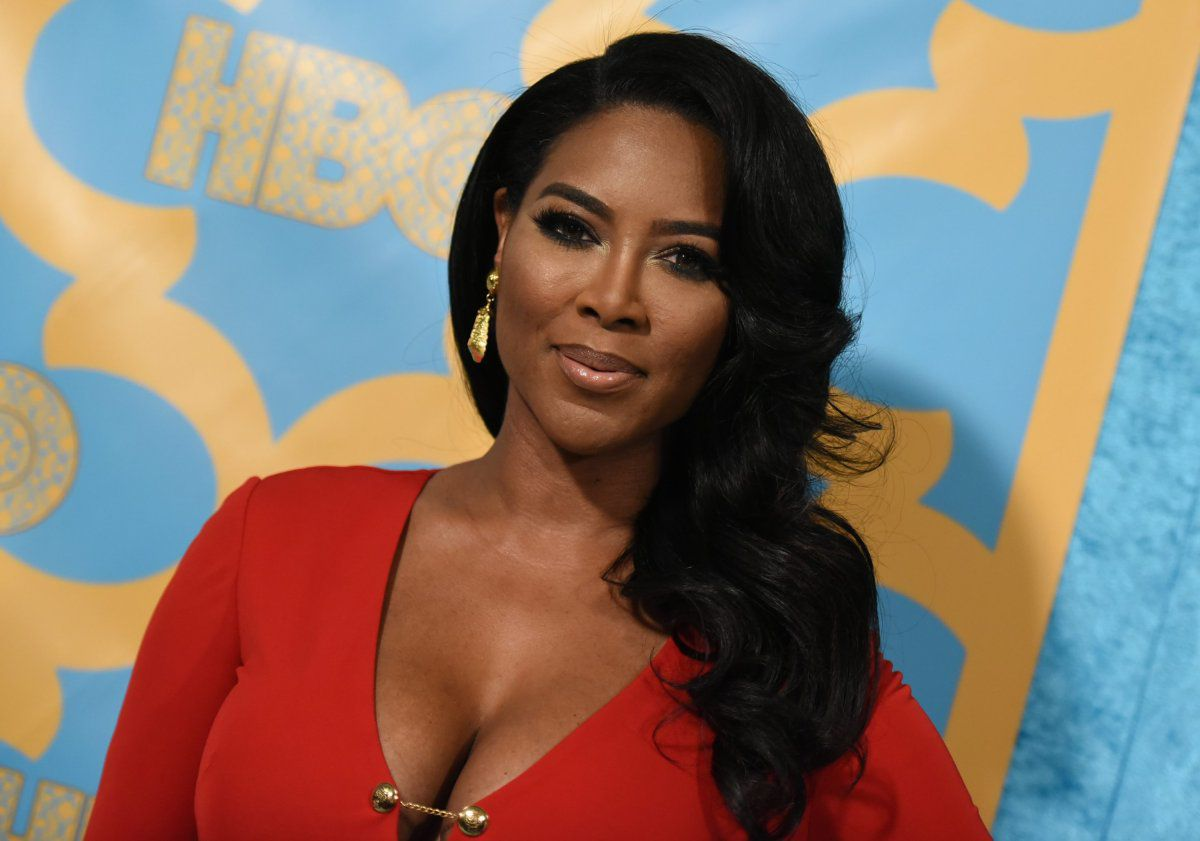 Kenya Moore Reportedly 'Feeling Confident'After Dropping Some Pounds – Isn't 'Putting Any Pressure' On Herself, Source Says