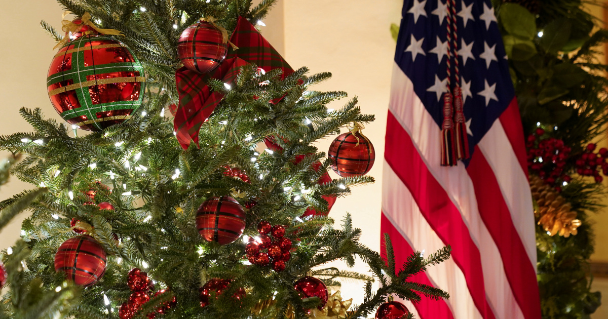 The Trumps' final White House Christmas decorations unveiled