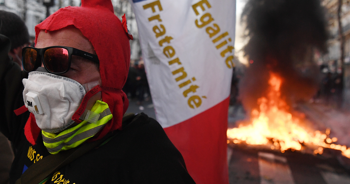 In Pictures: French protesters clash with police