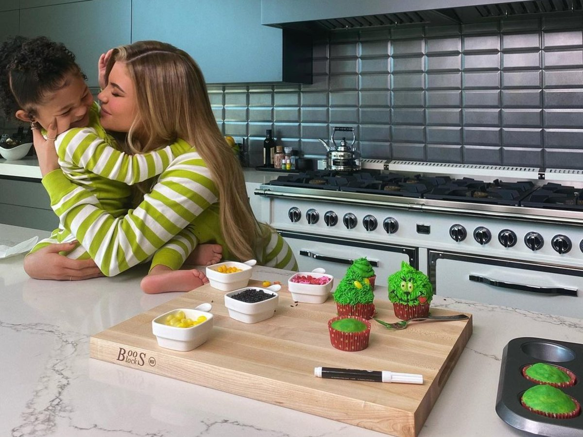 Stormi Webster Steals The Show As She And Kylie Jenner Bake Grinch Cupcakes From Scratch — Watch Video