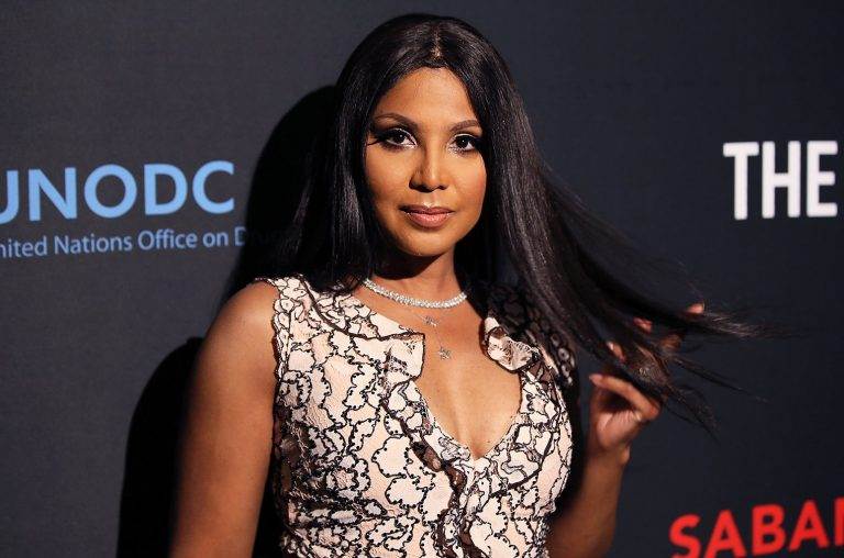 Toni Braxton Flaunts Her New Blonde Short Hair, While Ricking This Red Dress