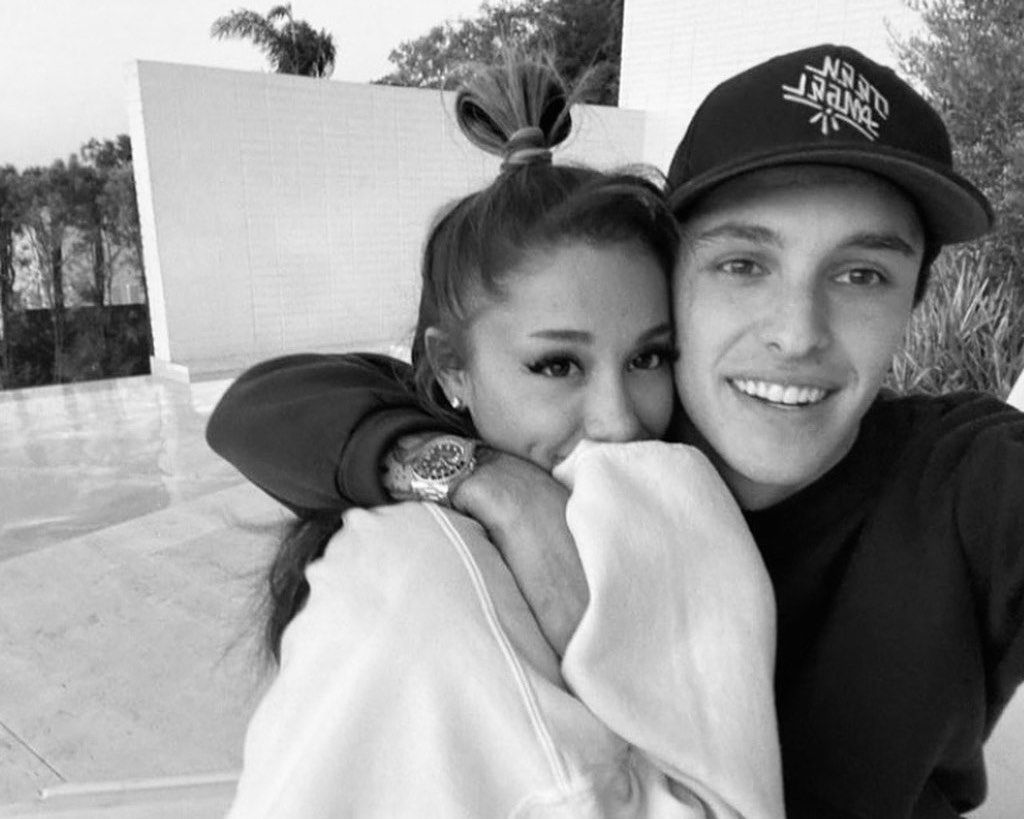 Ariana Grande And Dalton Gomez Kiss In New Pic And Fans Gush Over The Couple!