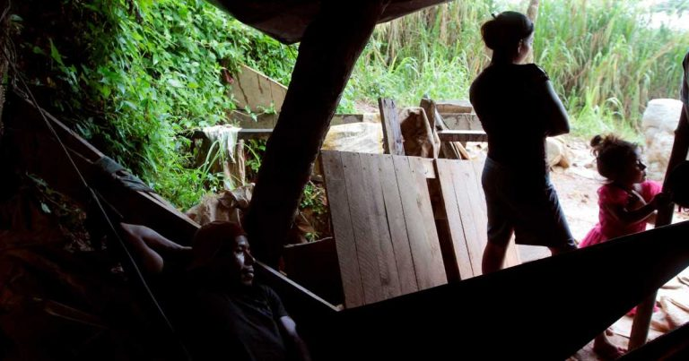 Collapse of illegal gold mine in Nicaragua traps at least 10