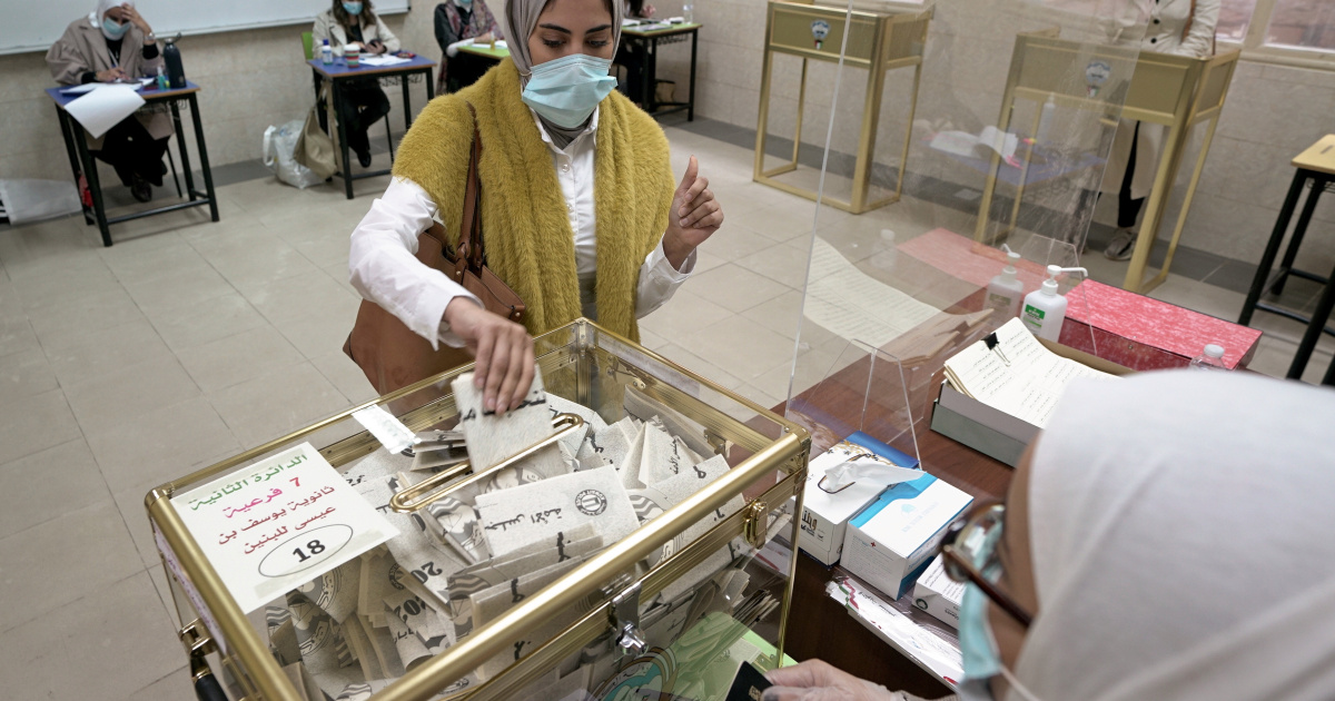 Kuwait polls: Opposition makes gains, gov't resignation accepted