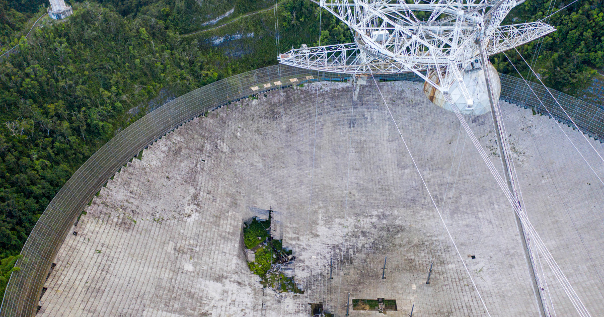 Puerto Rico's Arecibo telescope, once world's largest, collapses