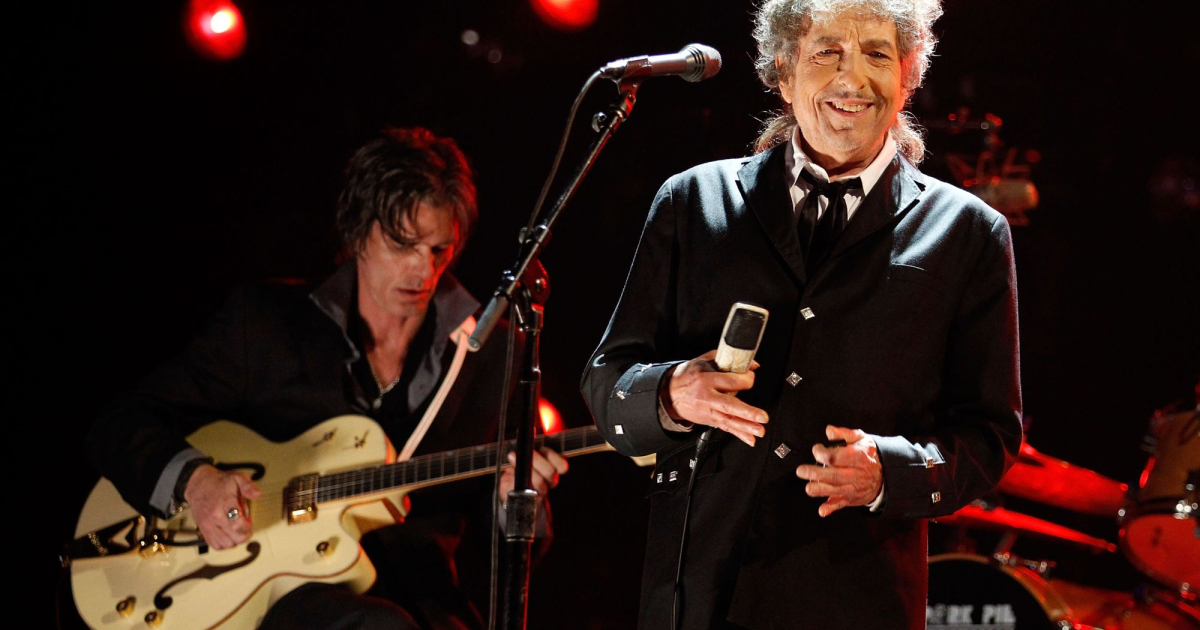 Bob Dylan sells his entire songwriting catalog to Universal