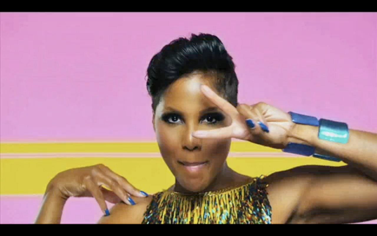 Toni Braxton Looks Like A Queen In This Pink Dress – Check Out The Video